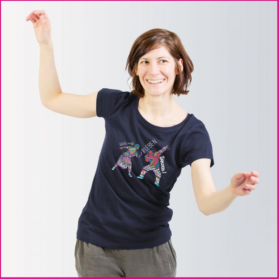 Produktfoto Frauenshirt mit dem Motiv Tanz das Leben von Patricia Hütter