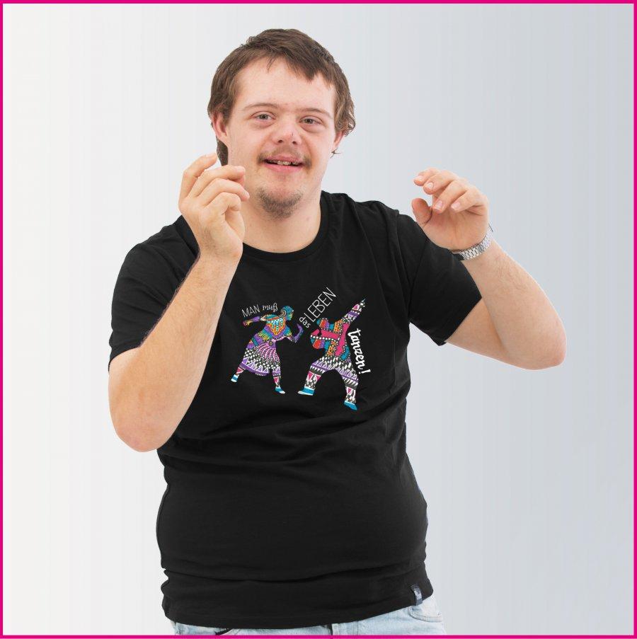 Produktfoto Männershirt mit dem Motiv Tanz das Leben von Patricia Hütter