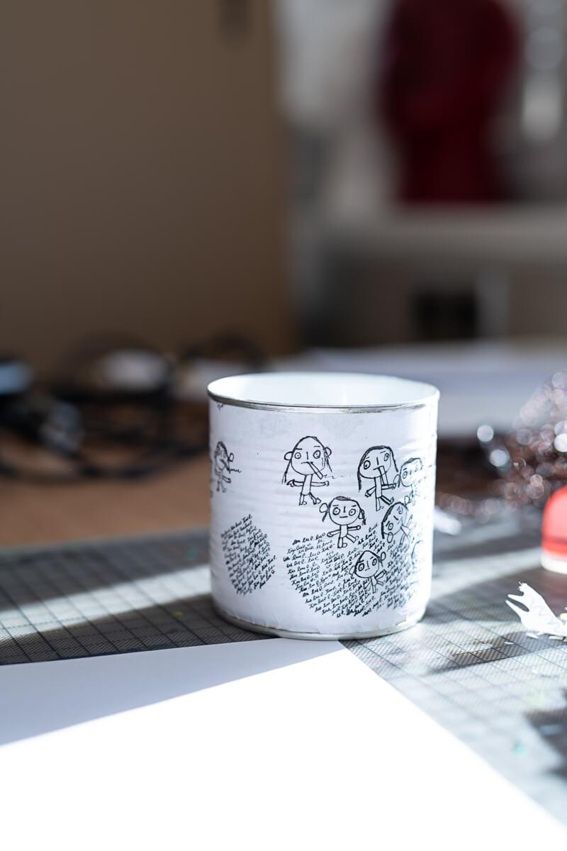 Becher mit Kunstwerk von Florin Asei
