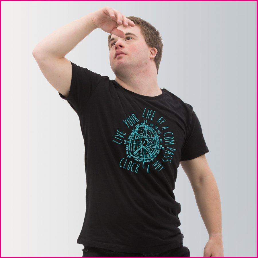 """Produktfoto Männer T-Shirt """"Kompass"""" von David Cheng"""