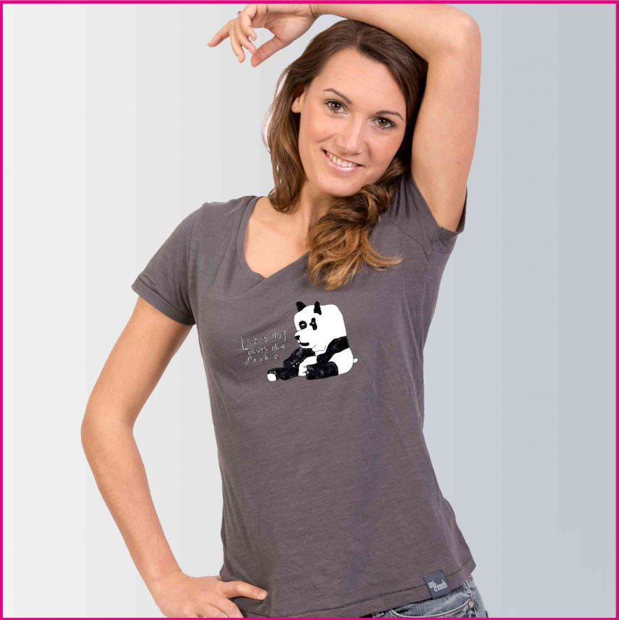 """Produktfoto Frauen T-Shirt mit dem Motiv """"Der kleine Panda"""" von Albert Masser"""