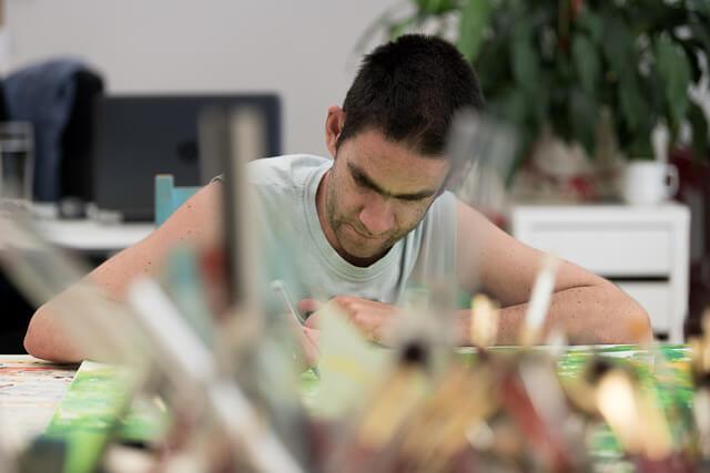 Christoph Brunner beim Malen