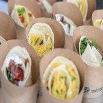 Wraps mit verschiedenen Füllungen in einer fairen Öko-Verpackung.