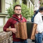 Ein Ziehharmonika-Spieler in Bad Schwanberg.