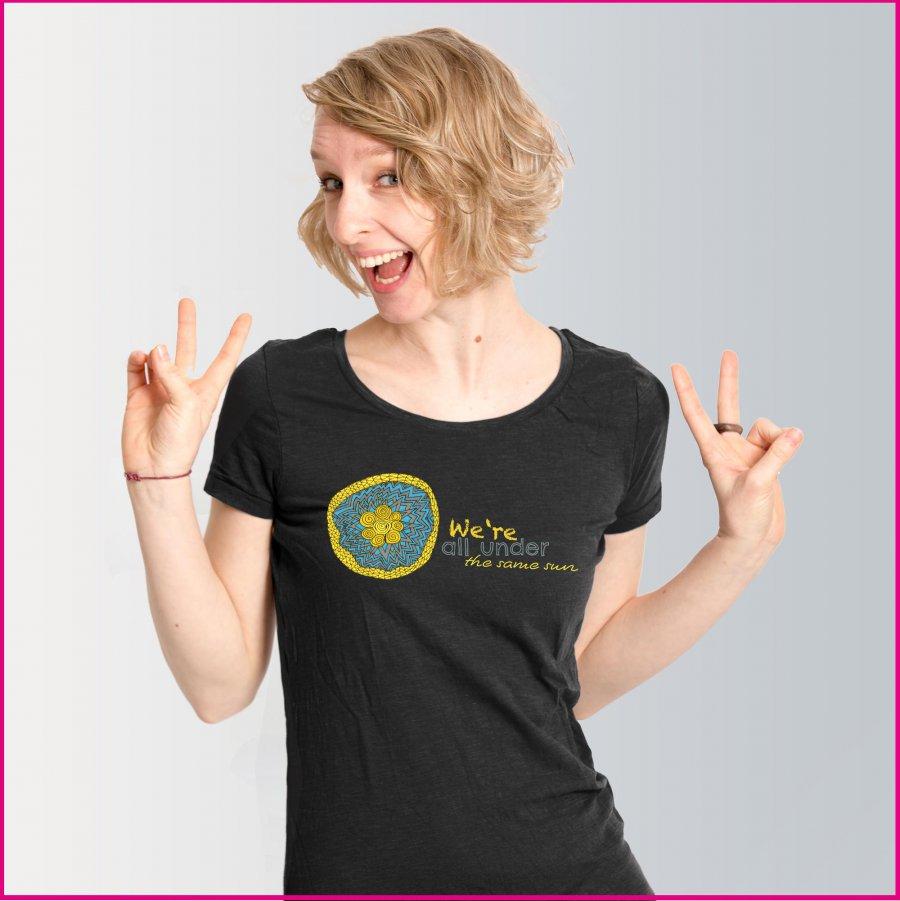 Produktfoto Frauen T-Shirt mit dem Motiv Under the sun von Patricia Hütter